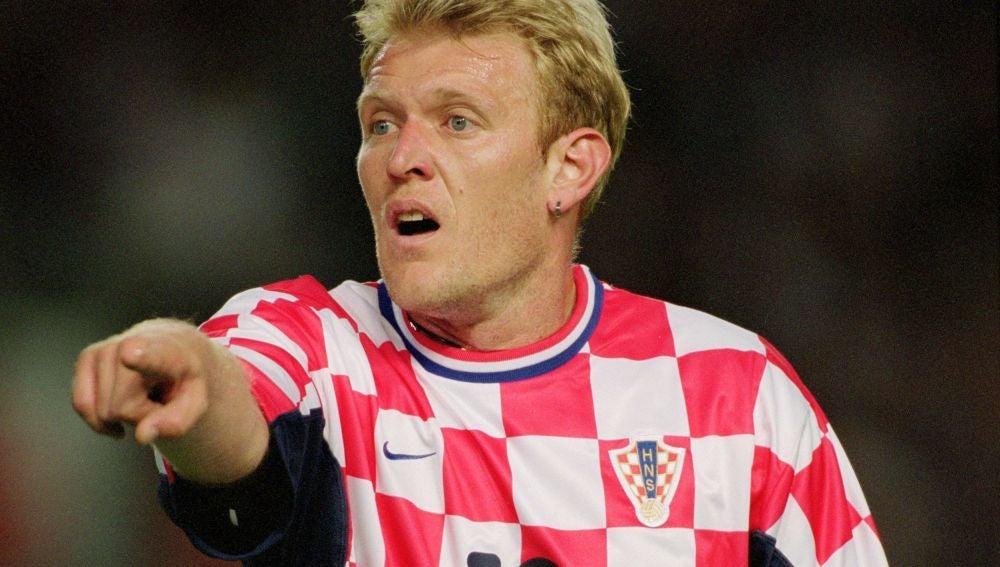 Prosinecki, durante un partido con la selección croata