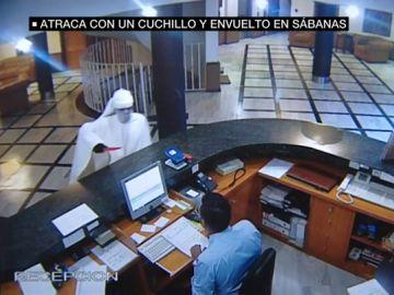 Disfrazado de fantasma: así intenta un ladrón atracar un hotel en Granada