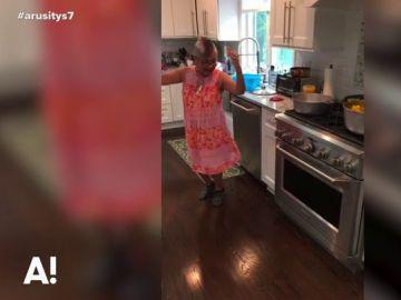 La abuela reggaetonera que arrasa en redes