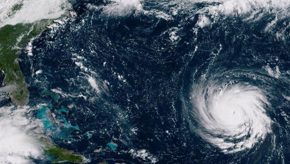 El huracán Florence moviéndose hacia la costa este de Estados Unidos