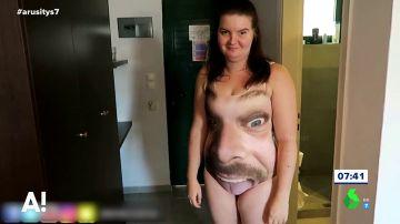 El terrible regalo de un novio a su novia: un bañador con su cara