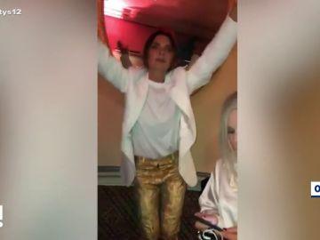 Victoria Beckham baila durante una fiesta