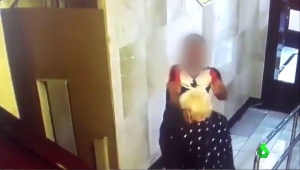 Identifican al ladrón que agredió a dos ancianas en un portal en Bilbao