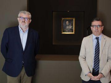El director del Museo Nacional del Prado,Miguel Falomir,junto al jefe de Conservación, Andrés Úbeda de los Cobos, posan durante la presentación de la primera experiencia de micromecenazgo