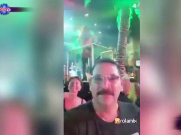 El tremendo susto de una mujer a su marido cuando aparece por detrás en un vídeo con una estriper