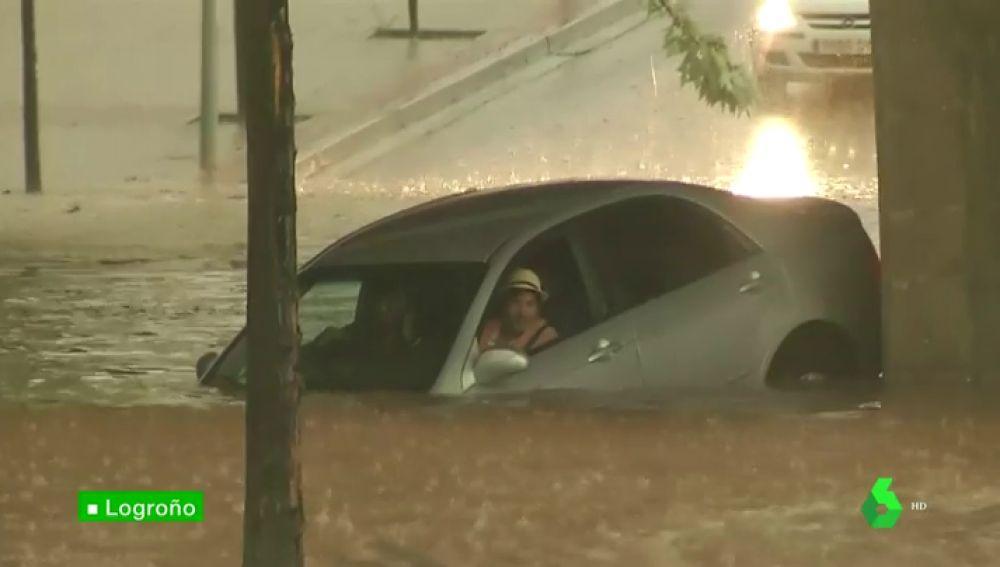 Inundaciones y un conductor atrapado: las terribles consecuencias de la intensa tormenta en Logroño