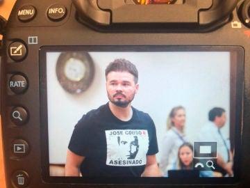 Rufián con una camiseta en apoyo a José Couso