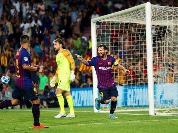 Leo Messi celebra uno de sus tres goles ante el PSV