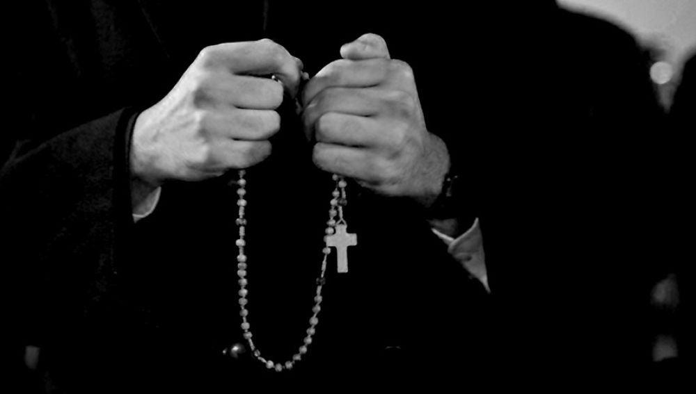 Mensajes de texto delataron a un sacerdote que violó a una menor