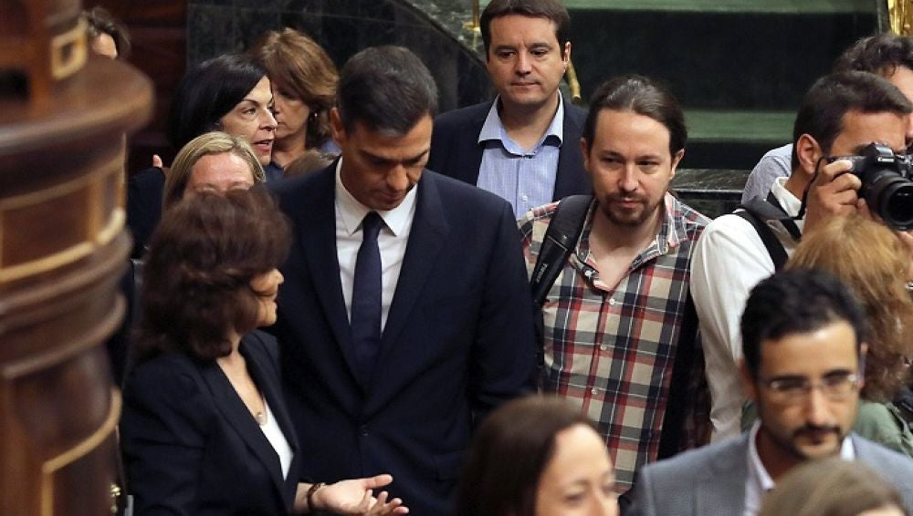 Pablo Iglesias y Pedro Sánchez en el Congreso