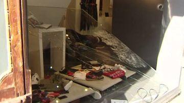 Imagen de un alunizaje en una tienda de Sitges