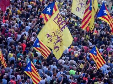 Aspecto del acto que organizan la ANC y Òmnium Cultural en Barcelona