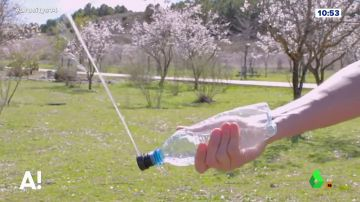 'Culo clean' es un accesorio que se acopla a una botella