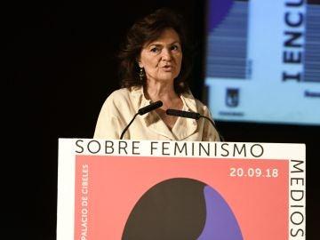 """La vicepresidenta del Gobierno, Carmen Calvo, durante su intervención en la inauguración del """"I Encuentro Feminismo, medios e igualdad: por un periodismo con perspectiva de género"""""""