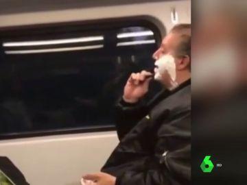 De ser insultado a recibir 35.000 euros en donaciones: la historia del hombre que se afeitó en un tren que te hará reflexionar