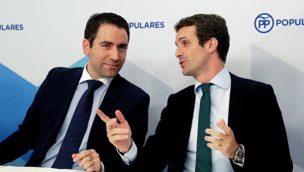 El secretario general del PP, Teodoro García Egea, junto al presidente del PP, Pablo Casado.