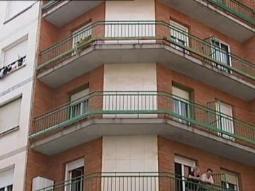 Balcón desde el que cayó una bebé de tres meses