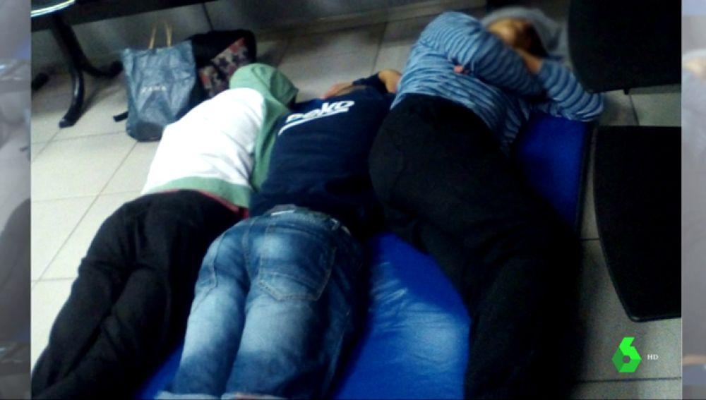 Niños que duermen en las calles en Barcelona