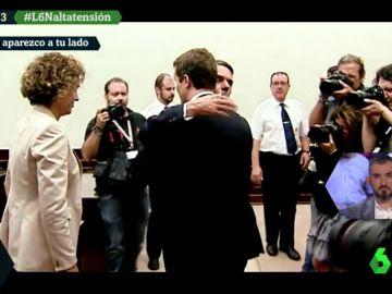 El abrazo entre Aznar y Pablo Casado