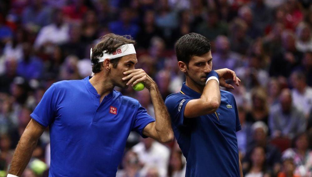 El bolazo de Djokovic a Federer en pleno partido de dobles