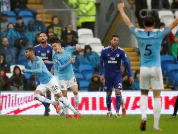 Riyad Mahrez celebra un gol ante el Cardiff
