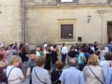 Protesta ante el Ayuntamiento por el asesinato machista de una mujer en Úbeda