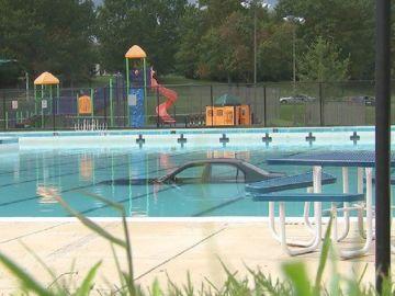 Imagen del coche en el interior de una piscina en Maryland