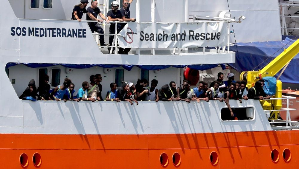 El barco Aquarius, de la ONG SOS Méditerranée, en el puerto maltés de La Valeta (Malta)