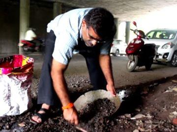 Así rinde homenaje a su hijo este hombre indio