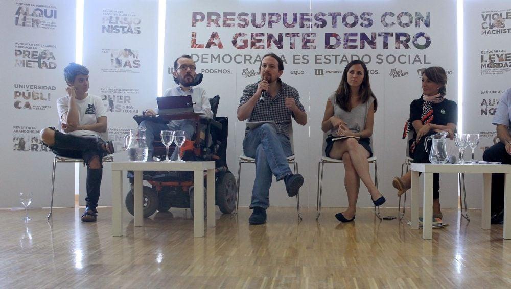 El líder de Podemos, Pablo Iglesias, el secretario de Organización, Pablo Echenique y la portavoz adjunta en el Congreso, Ione Belarra