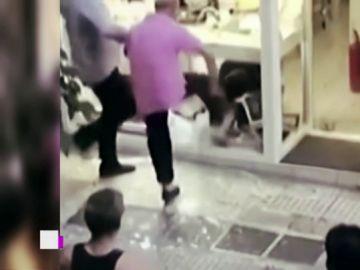 Muere apaleado un activista gay tras ser acusado de robo en una joyería en Atenas