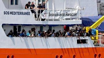 Imagen de archivo de migrantes a bordo del Aquarius