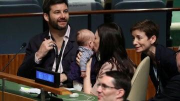 La primera ministra de Nueva Zelanda lleva a su bebé a la Asamblea de la ONU