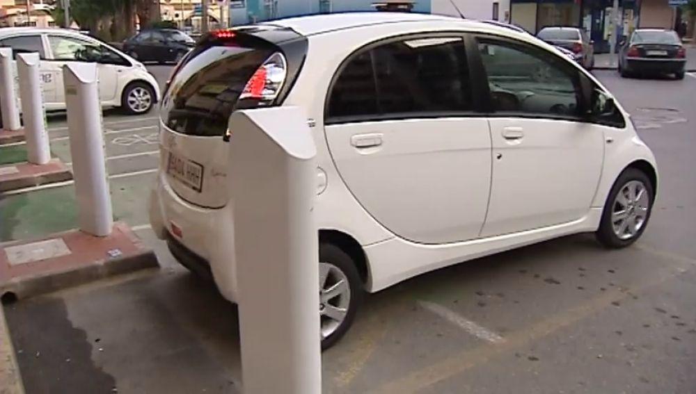 Sube el precio del diesel y el sector automovilístico apuesta por los coches híbridos o eléctricos
