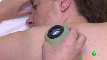 Una paciente sometiéndose a un tratamiento de inmunoterapia