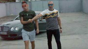 Imagen del vídeo en el que aparece uno de los cabecillas de un clan de narcotraficantes de La Línea