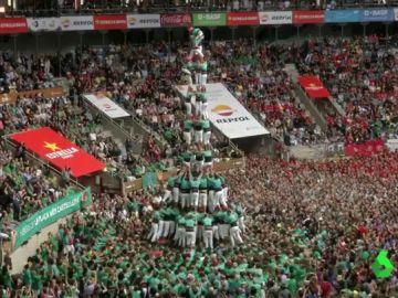 Torres humanas de hasta nueve pisos en el mayor campeonato de Castells del mundo