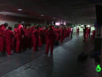 Máscaras, monos rojos y armas de fuego: así es el impresionante escape room de la serie 'La casa de papel'
