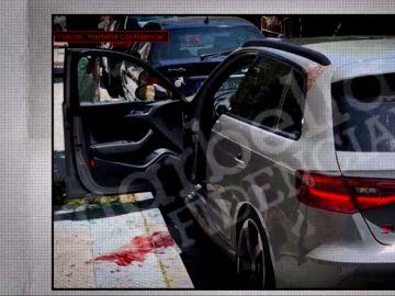 Charco de sangre junto a un vehículo en Marbella