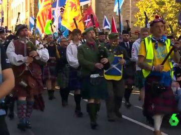 Los escoceses piden la independencia de Reino Unido en una mulitudinaria marcha en Edimburgo
