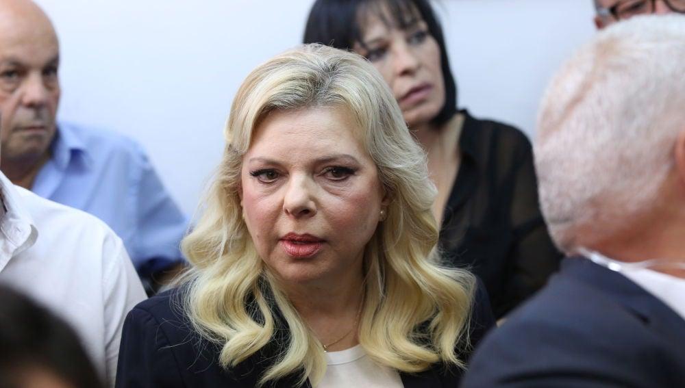 Sara Netanyahu (c), esposa del primer ministro israelí Benjamín Netanyahu