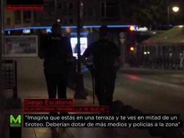 Varios agentes patrullando en Marbella