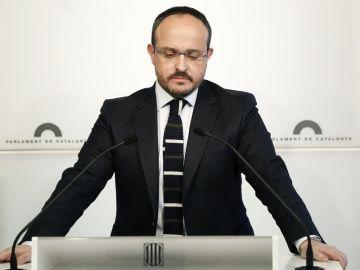 El diputado del PPC, Alejandro Fernández, durante una rueda de prensa