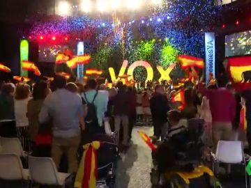 """Casado muestra """"todo su respeto"""" a VOX y Cs prefiere ignorarles: la extrema derecha se asienta en la política española"""