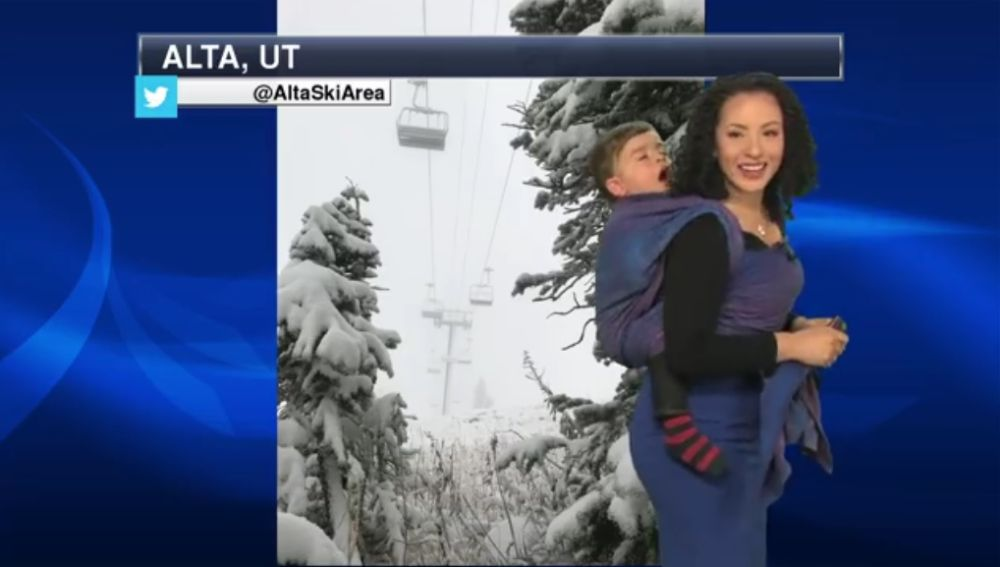 La meteoróloga Susie Martin con su hijo en directo