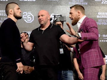Khabib y McGregor, en un acto de la UFC