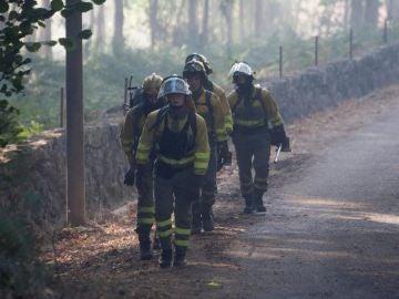 Las brigadas forestales en el incendio de Mondariz