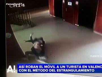 El violento robo de un móvil a un turista en Valencia