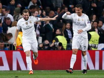 Nacho celebra un gol con Cristiano Ronaldo