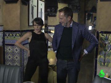 Thais Villas hace bailar 'La Macarena' a James Costos, exembajador de Estados Unidos en España
